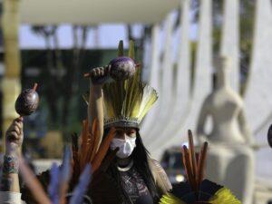 Indígenas de várias etnias fazem caminhada para acompanhar em frente ao STF a votação do chamado Marco Temporal.